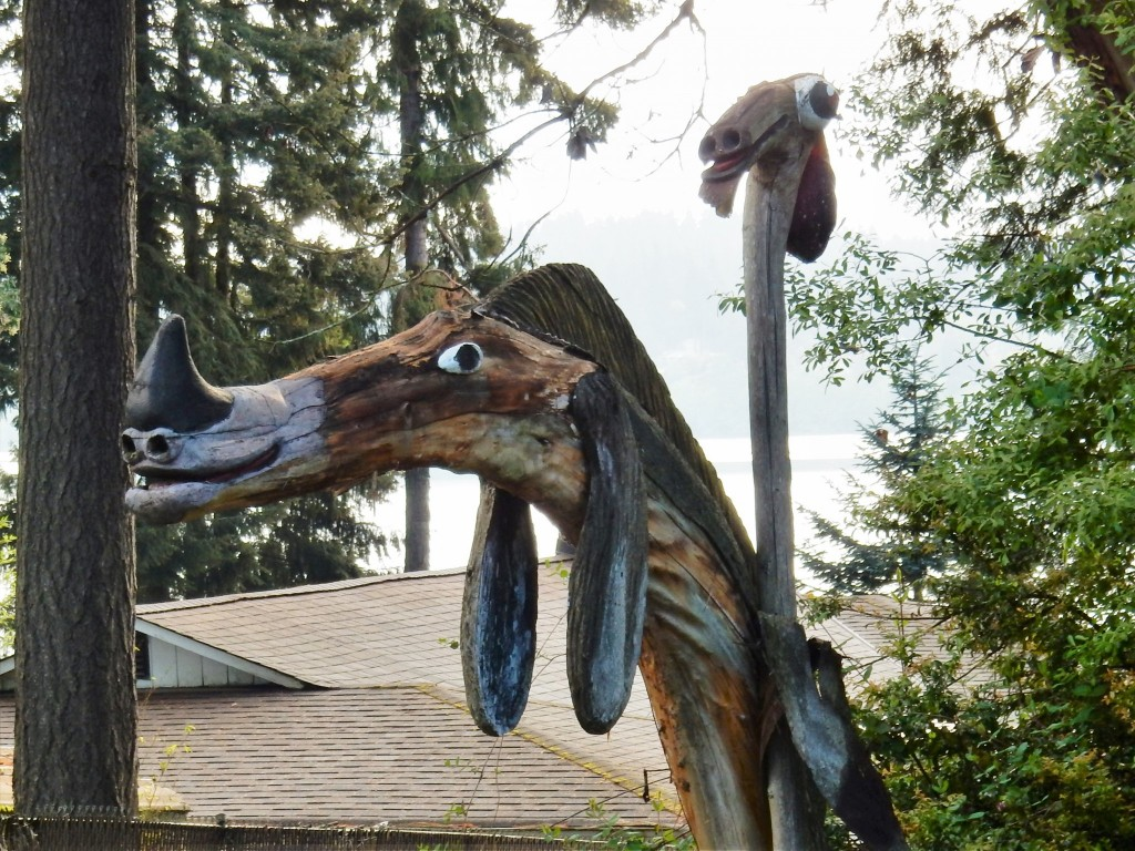Natural, artistic mailbox decor leaving Silverdale
